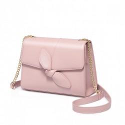 Skromna różowa kopertówka