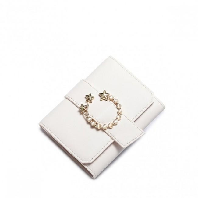 Biały portfel ze złotą klamrą