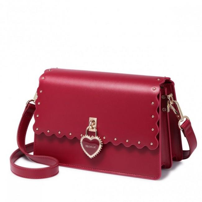 Czerwona torebka na ramię, z klapką